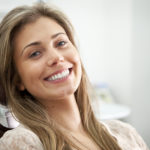 Frau mit gesundem Lächeln