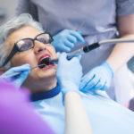 Seniorin beim Zahnarzt